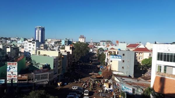 Chia cả nước thành 7 vùng: Đắk Lắk và 10 tỉnh thành khác thuộc vùng Nam Trung Bộ