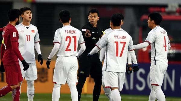 """Trọng tài bị CĐV """"ghét nhất"""" U23 châu Á bắt chính trận Việt Nam vs Iran"""