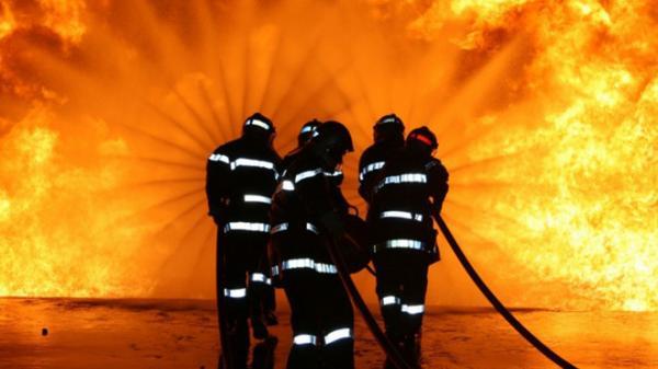 Quá rảnh rỗi, lính cứu hỏa lén lút đố.t nhà để có việc làm