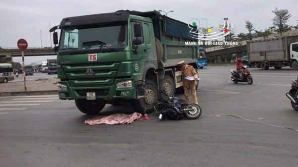 Xe máy kẹp 3 v.a ch.ạm với xe tải, bé trai 2 tuổi t.ử vo.ng tại chỗ