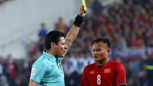 """Trọng tài cực """"gắt"""", từng rút mưa thẻ tại chung kết lượt về AFF Cup 2018, cầm còi trận Việt Nam - Jordan"""