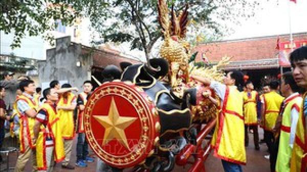 Người dân Đồng Kỵ khai hội làng truyền thống với màn rước pháo khổng lồ