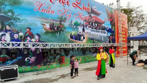Bắc Ninh: Lắp đặt hàng chục nhà vệ sinh, thùng rác lưu động phục vụ Hội Lim