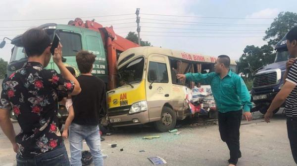 Tai nạn liên hoàn giữa 3 ô tô và 1 xe máy khiến 2 người t.ử vo.ng