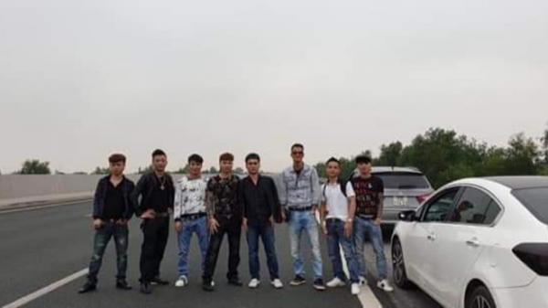 Bức xúc hình ảnh Khá Bảnh cùng đồng bọn dàn hàng ngang chụp ảnh trên cao tốc Hà Nội - Hải Phòng