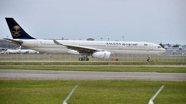 Não cá vàng tối thượng: Máy bay phải quay đầu vì hành khách để quên con ở sân bay
