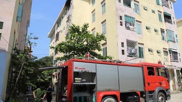 Hy hữu: Nhà này cháy, phá nhầm cửa nhà kia để... cứu hỏa