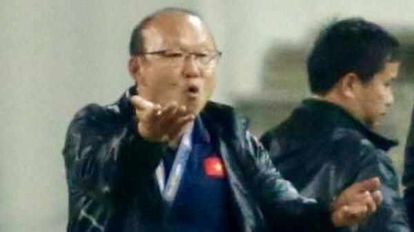 Ông Park Hang-seo phản ứng cực g.ắt với HLV Indonesia khi học trò bị phạm lỗi