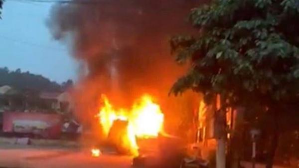 Ô tô của người đàn ông quê Thái Nguyên đỗ trong bến xe bất ngờ cháy rụi thành đống sắt vụn