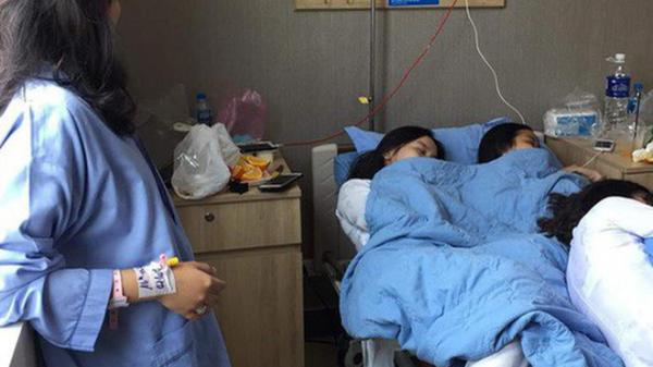 Tình nghĩa chị em có bền lâu: Đi thăm bạn ốm, 3 nữ sinh chiếm luôn giường bệnh nằm ngủ ngon lành