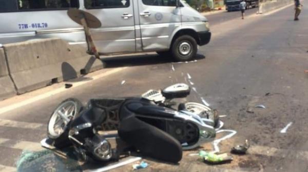 Xe khách húc văng xe máy vào gầm xe tải, 1 người tử vong tại chỗ