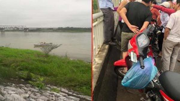Cùng nhóm bạn dừng giữa cầu, nữ sinh bất ngờ nhảy xuống sông t.ự t.ử