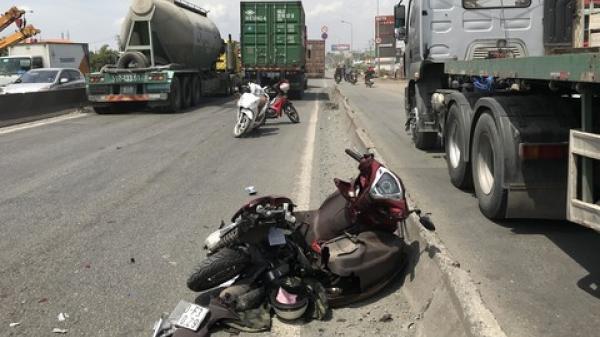 Đôi nam nữ trẻ chết thảm trong đêm nghỉ lễ sau va chạm kinh hoàng với xe tải