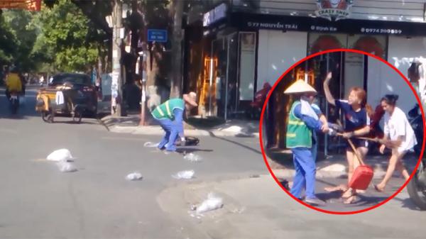 Cô lao công bất ngờ lên tiếng khi bị chủ shop tố ngược 'bị lao công dùng chổi đánh vào mặt'