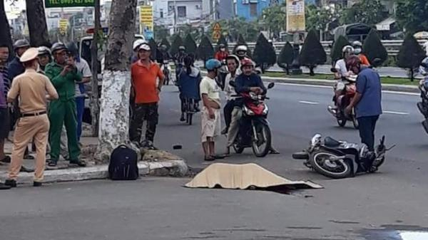 Thiếu niên 14 tuổi chở bạn chạy xe máy tự đâm vào vỉa hè, 1 người tử vong