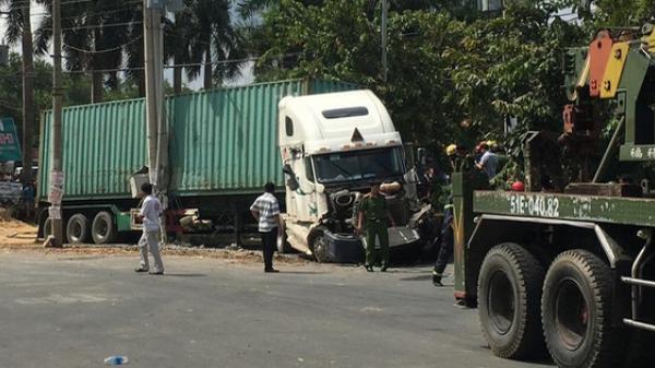 Vụ container tông bẹp dúm ô tô 4 chỗ: Tài xế và 4 người trong cùng một gia đình đã tử vong