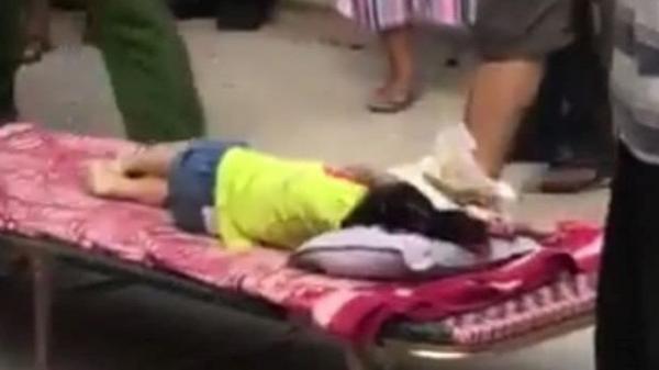 Bé gái 3 tuổi bị ô tô đưa đón của trường mầm non tông tử vong khi vừa bước xuống xe