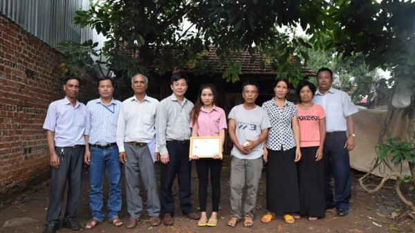 Đắk Lắk: Cô sinh viên Êđê nghèo với ước mơ làm cô giáo