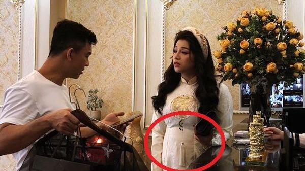 Bạn gái Bùi Tiến Dũng lộ bụng to trong lễ ăn hỏi, dân mạng tò mò liệu có 'cưới chạy bầu'?