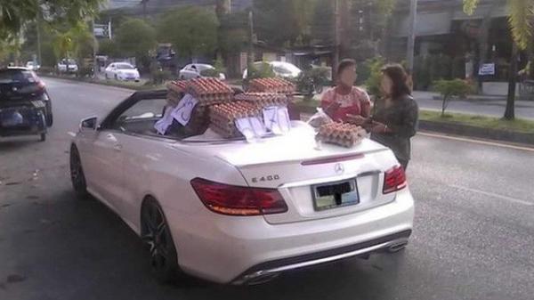 Mang cả Mercedes tiền tỷ đi bán trứng dạo, nữ tài xế khiến cả phố phải kinh ngạc