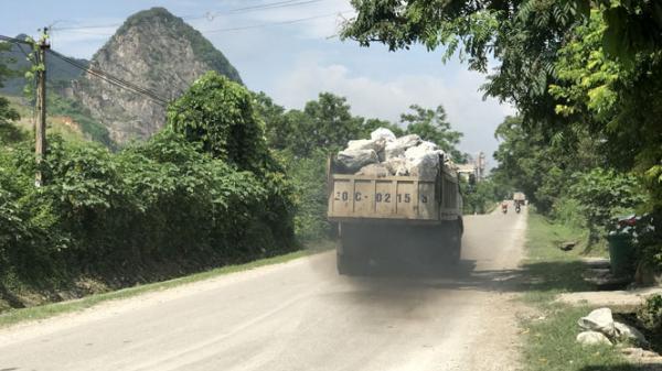 Thái Nguyên: Rơi vãi đá trên đường gây mất an toàn giao thông