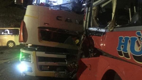 Tai nạn rạng sáng nay: Xe khách do tài xế Bắc Kạn điều khiển vượt ẩu gây tai nạn liên hoàn 25 người th.ương v.ong