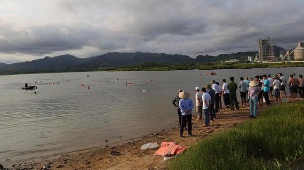 Tắm sông cùng bố, bé trai 12 tuổi chết đuối thư.ơng tâm