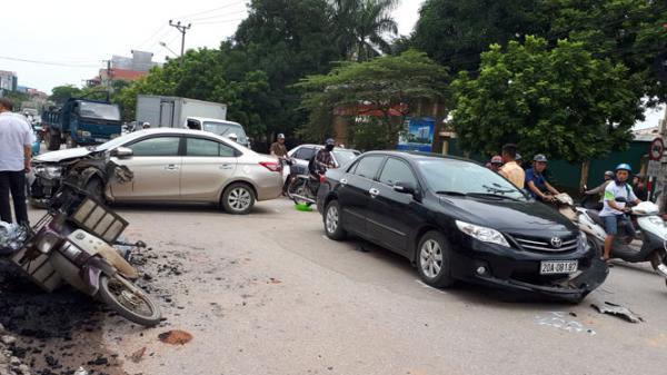 Thái Nguyên: Cú đâm va mạnh liên hoàn khiến 3 chiếc xe ô tô bị hư hỏng nặng