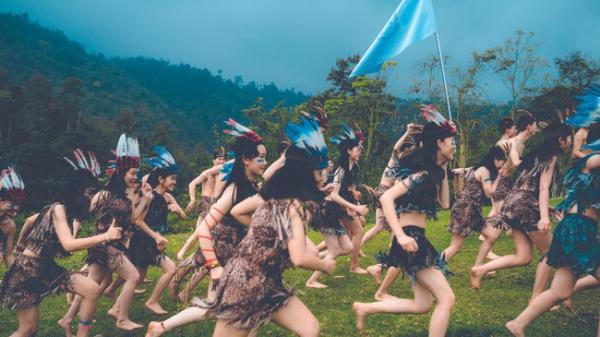 Cả lớp hóa thân thành thổ dân, người quấn khố, đầu đội mũ lông ngỗng độc đáo ở Thái Nguyên