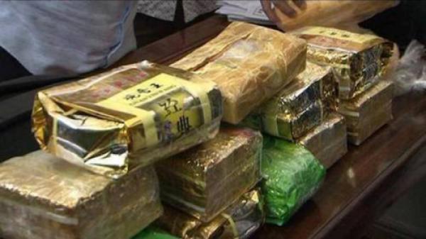 Bắt giữ kẻ ngụy trang 10kg ma túy đá trong những gói trà khô