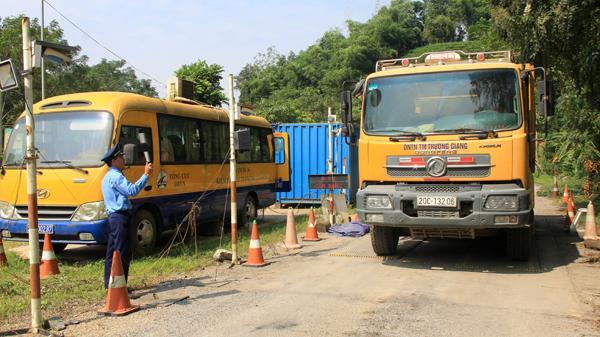 Thái Nguyên: Hàng trăm xe tải phớt lờ hiệu lệnh, vượt trạm cân