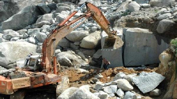 Tạm dừng hoạt động mỏ khai thác đá gây ô nhiễm môi trường