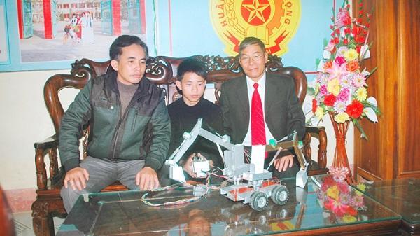 Sáng chế máy xúc nhằm giảm thiểu ô nhiễm môi trường của cậu học sinh nghèo xứ Thanh