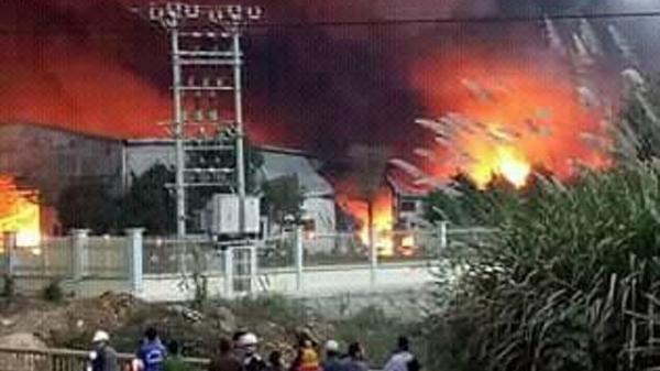 Thanh Hóa: Kinh hoàng cháy nhà máy bánh kẹo Tràng An 3 khiến 6 người thương vong