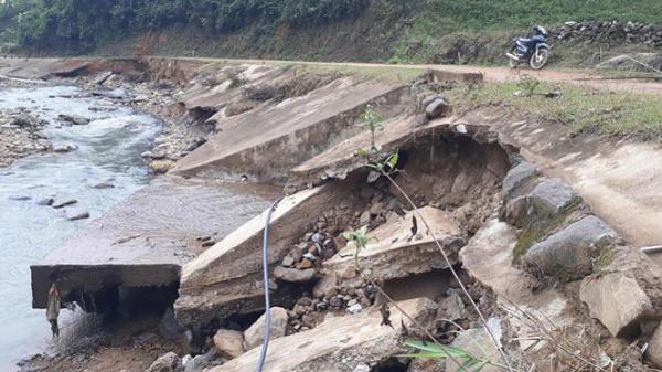 Thanh Hóa: Sạt lở bờ kè, nguy cơ dân mất đường đi