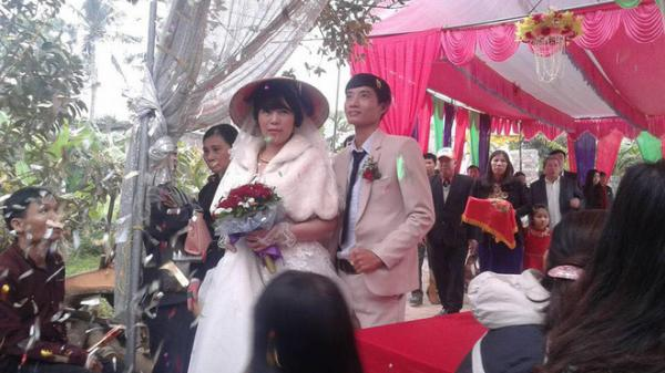 Xôn xao đám cưới hạnh phúc của cặp đôi chồng kém vợ 2 giáp ở Thanh Hóa