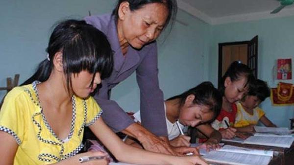 Thanh Hóa: Bà giáo già xứ biển và 300 'người con'