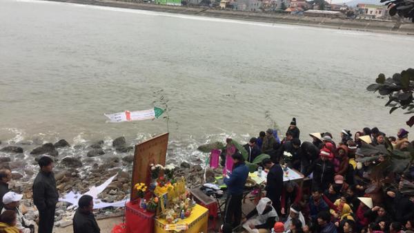 Vụ chìm thuyền ở Thanh Hóa: Khăn tang phủ kín làng chài