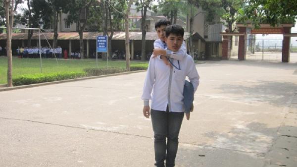 Thanh Hóa: Đôi bạn học 8 năm 'chung một đôi chân' đến trường
