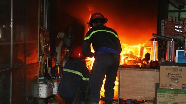 Nhanh chóng dập tắt đám cháy ở cửa hàng điện dân dụng tại TP Thanh Hóa