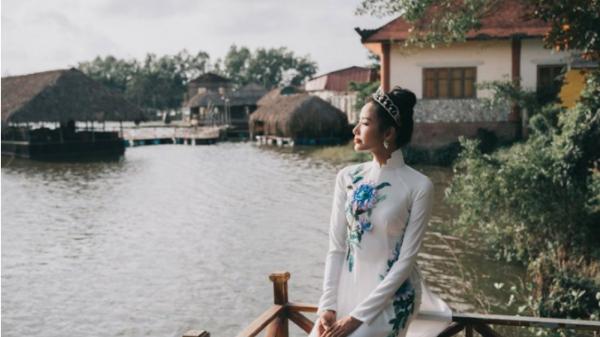 Á hậu Hoàng Thùy diện áo dài khoe dáng tại thắng cảnh Thanh Hóa