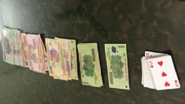 Thanh Hóa: Bắt ổ bạc trong quán cà phê, thu giữ hơn 100 triệu đồng