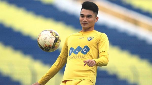 Chân dung hot boy U23 Việt Nam bỏ học vì nghèo được hàng vạn người dân xứ Thanh chào đón