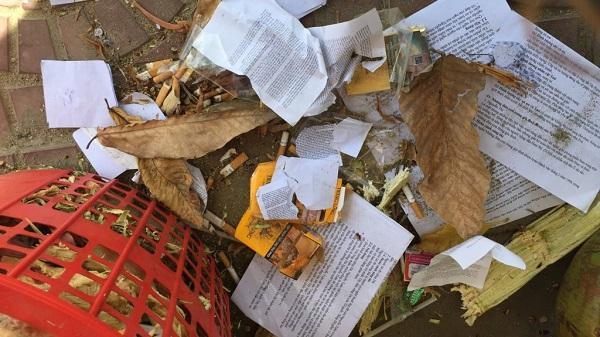 Thi THPT 2017: Phao thi vứt trắng quán trà đá gần trường sau môn thi Văn