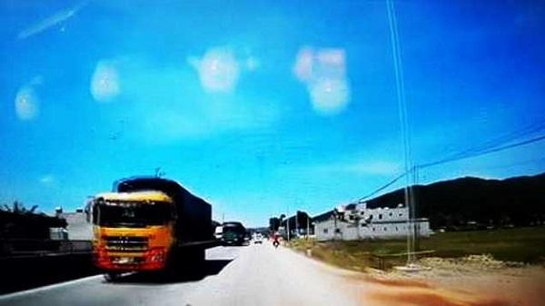 Tại sao đoàn xe ô tô đi ngược chiều trên QL1A ở Thanh Hóa?