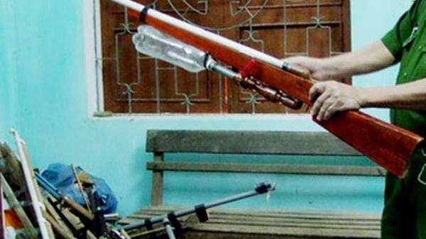 Thanh Hóa: Nam thanh niên rút súng bắn trọng thương đối thủ