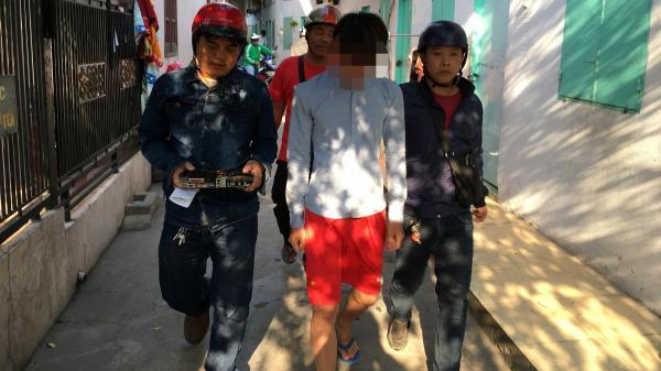 Nam thanh niên quê Thanh Hóa bị bắt vì tháo trộm thiết bị ở tiệm net mang về nhà chơi