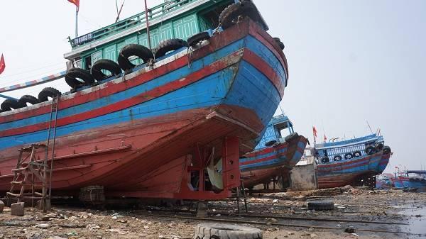 Thanh Hóa: Cửa biển Lạch Bạng bị bồi lắng, hàng trăm tàu thuyền không thể ra khơi