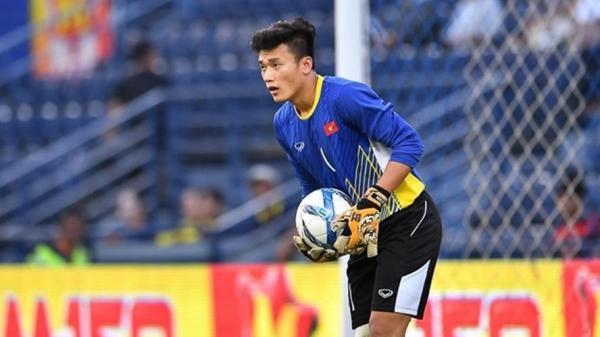 HLV Park Hang Seo xuống sân chúc mừng chàng trai Thanh Hóa, Tiến Dũng sẽ bắt chính ở đội tuyển Việt Nam?