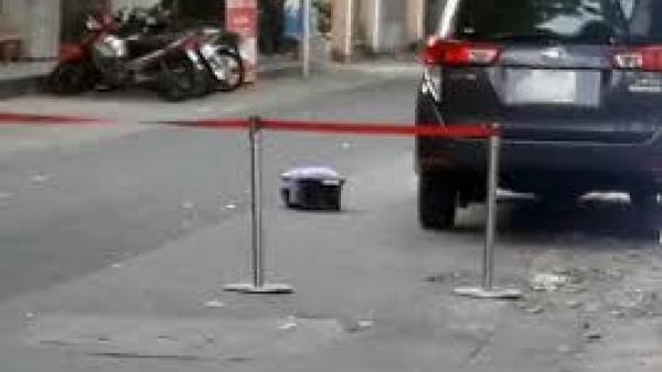 Kinh hoàng, phát hiện vali chứa thi thể thai nhi giấu dưới gầm ô tô gần siêu thị